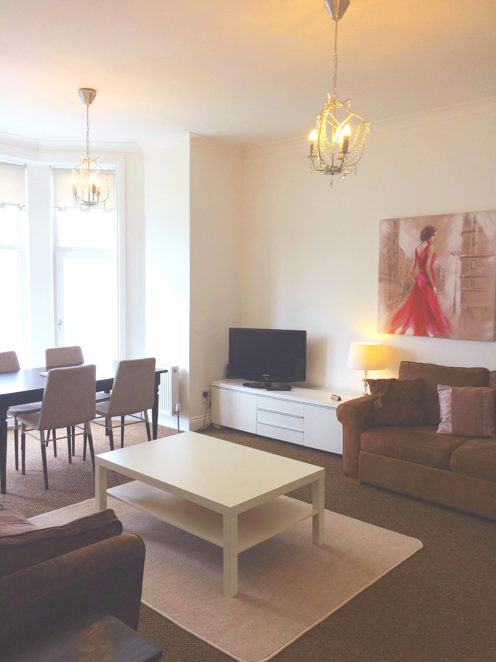 Battery Place Upstairs – Free WiFi : Jacquelines Property Services